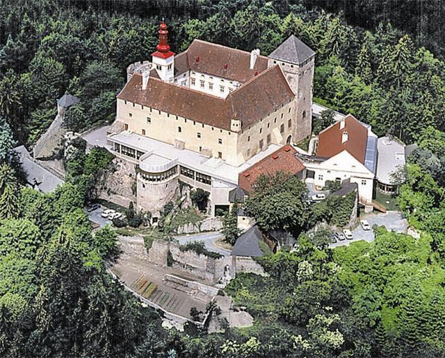 www.schlosskrumbach.com
